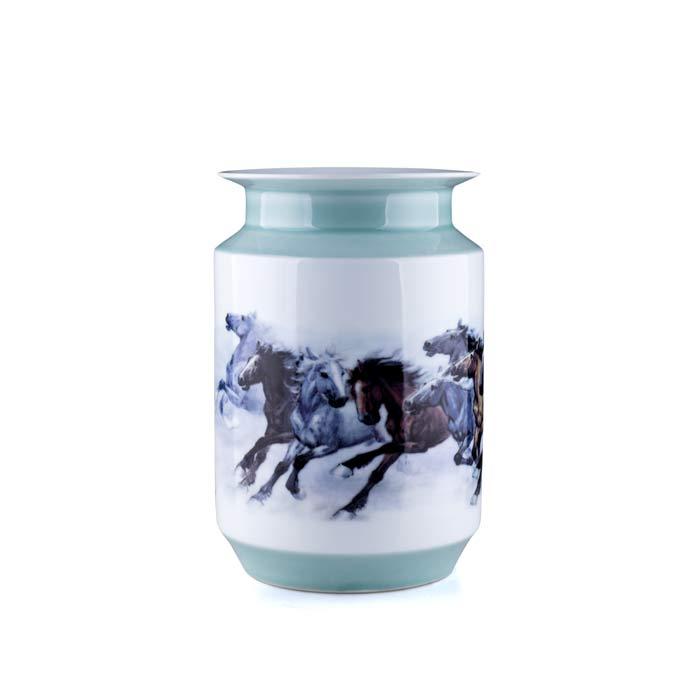 驰骋粉彩影青棋子瓶